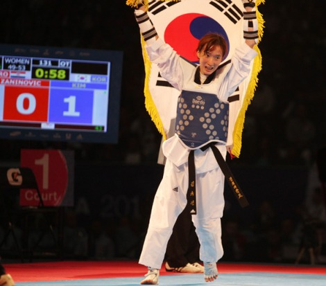 *Kim Yu-jin, victorious at the World Championship in Pueblo, Mexico.  (Courtesy of the Hankyoreh)
