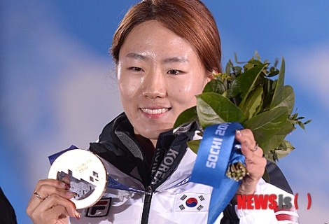 *Lee, the defending gold medalist in the Olympic 500-metre long track speed skating.  (Courtesy of NEWSis)